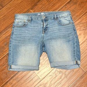 Old Navy white wash Bermuda shorts